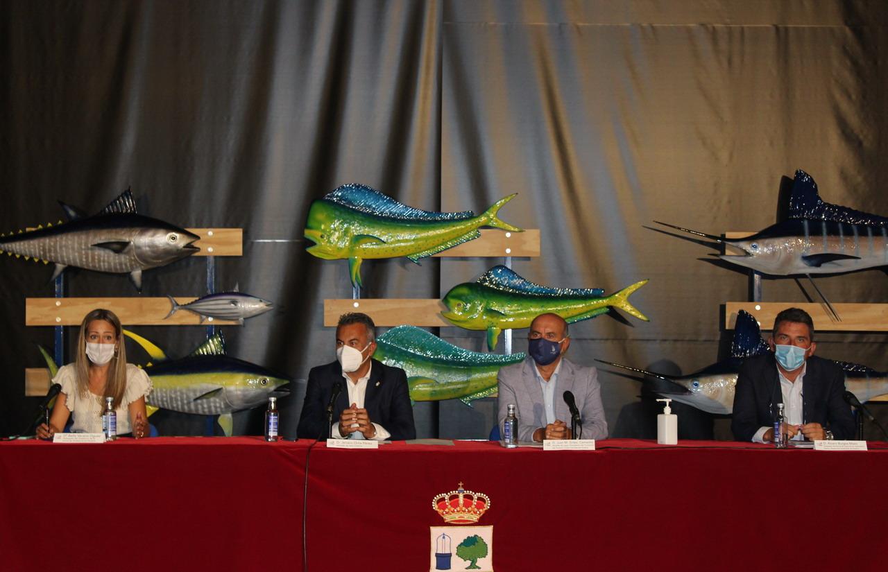 La delegada del Gobierno apuesta por crear sinergias entre la pesca y el turismo
