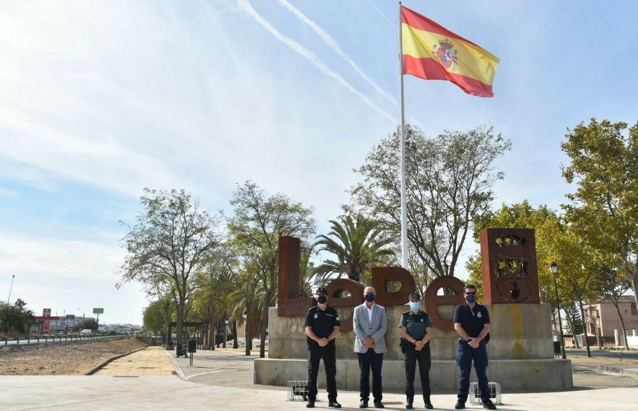 Lepe rinde homenaje a las fuerzas y cuerpos de seguridad y emergencias en vísperas del Día de la Hispanidad