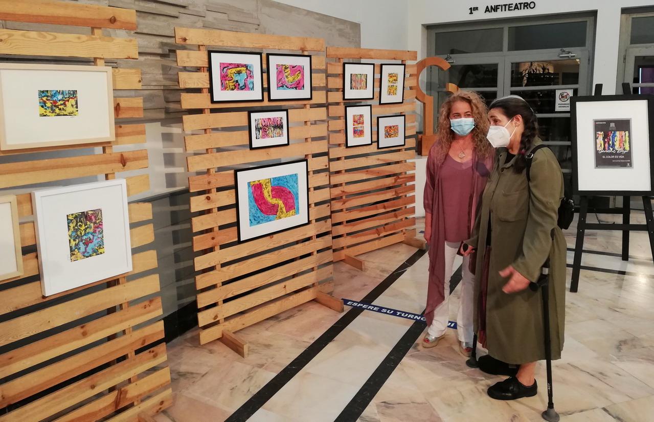 Inauguración de la exposición de Pintura 'El color es vida' de Carmen Bayo, en el Centro Cultural de la Villa