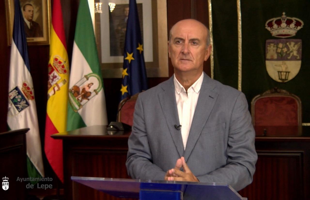 Juan Manuel González destaca la importancia de seguir cumpliendo las restricciones y medidas sanitarias acordadas, al objeto de doblegar la curva de contagios en Lepe