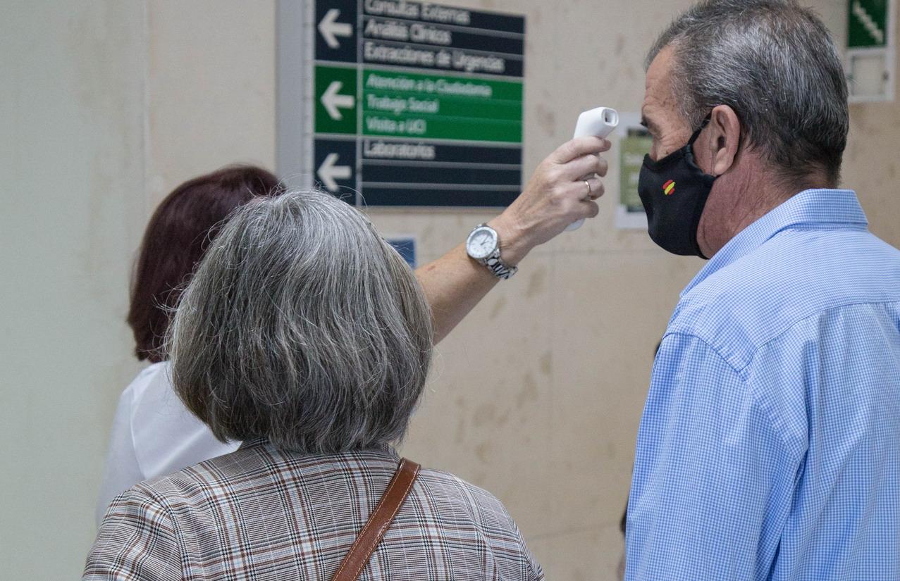 El Hospital Infanta Elena refuerza el control de sus accesos y la movilidad para reducir los riesgos por COVID-19