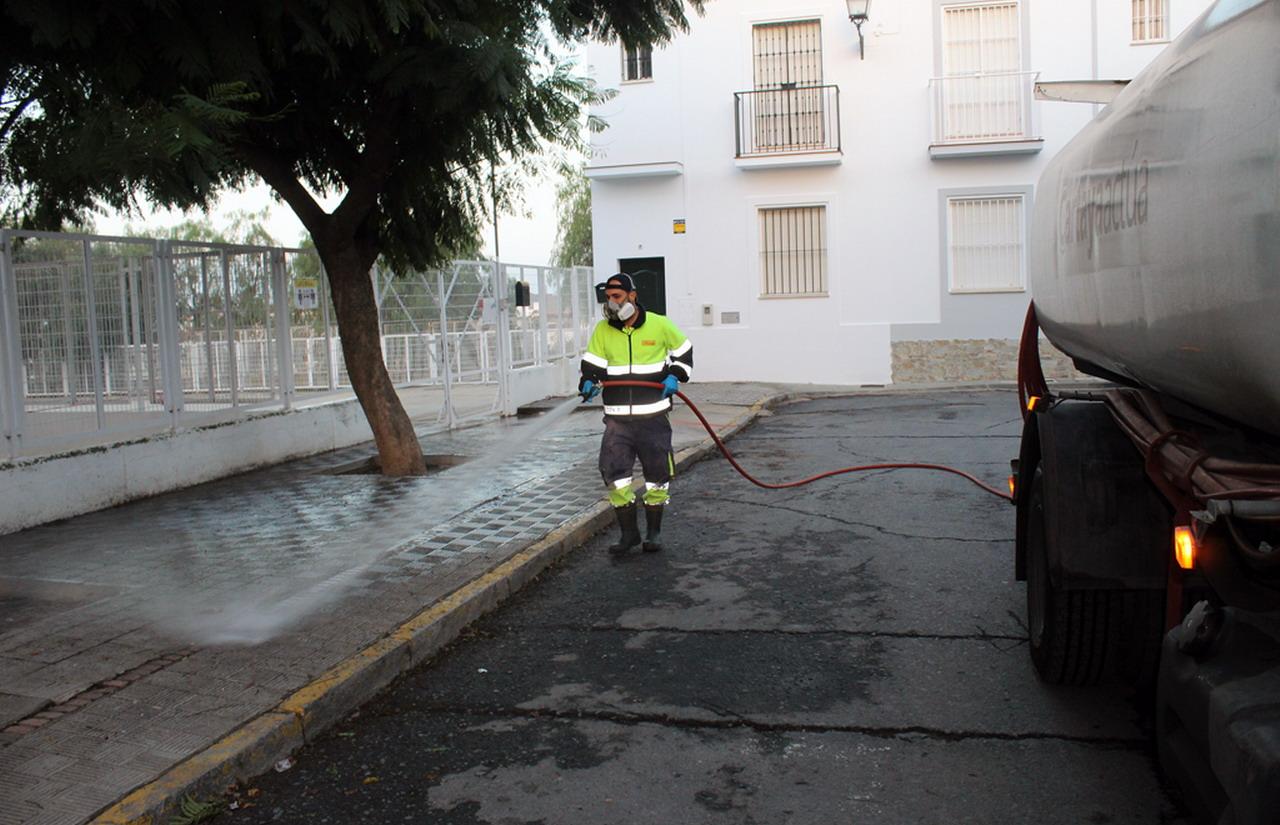 El Ayuntamiento de Cartaya prioriza la desinfección de los centros escolares