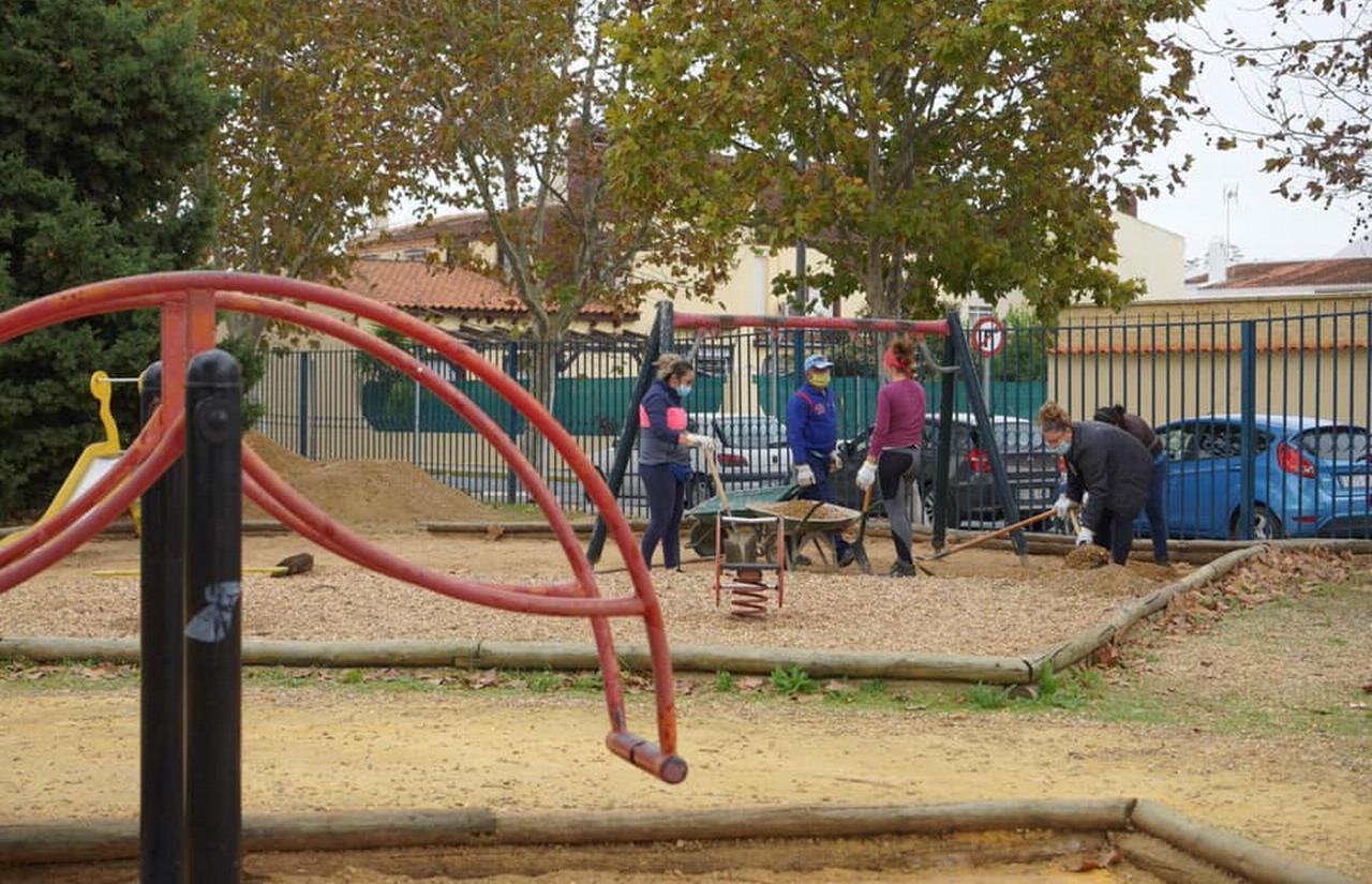 Comienzan las obras de mejora en la zona de juegos del parque Federico García Lorca de Ayamonte