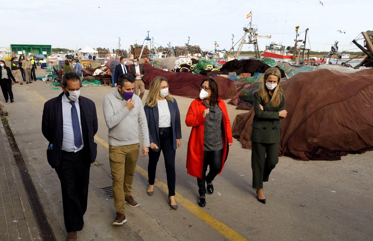 Marifrán Carazo pone la primera piedra de la reforma integral del puerto de Punta Umbría