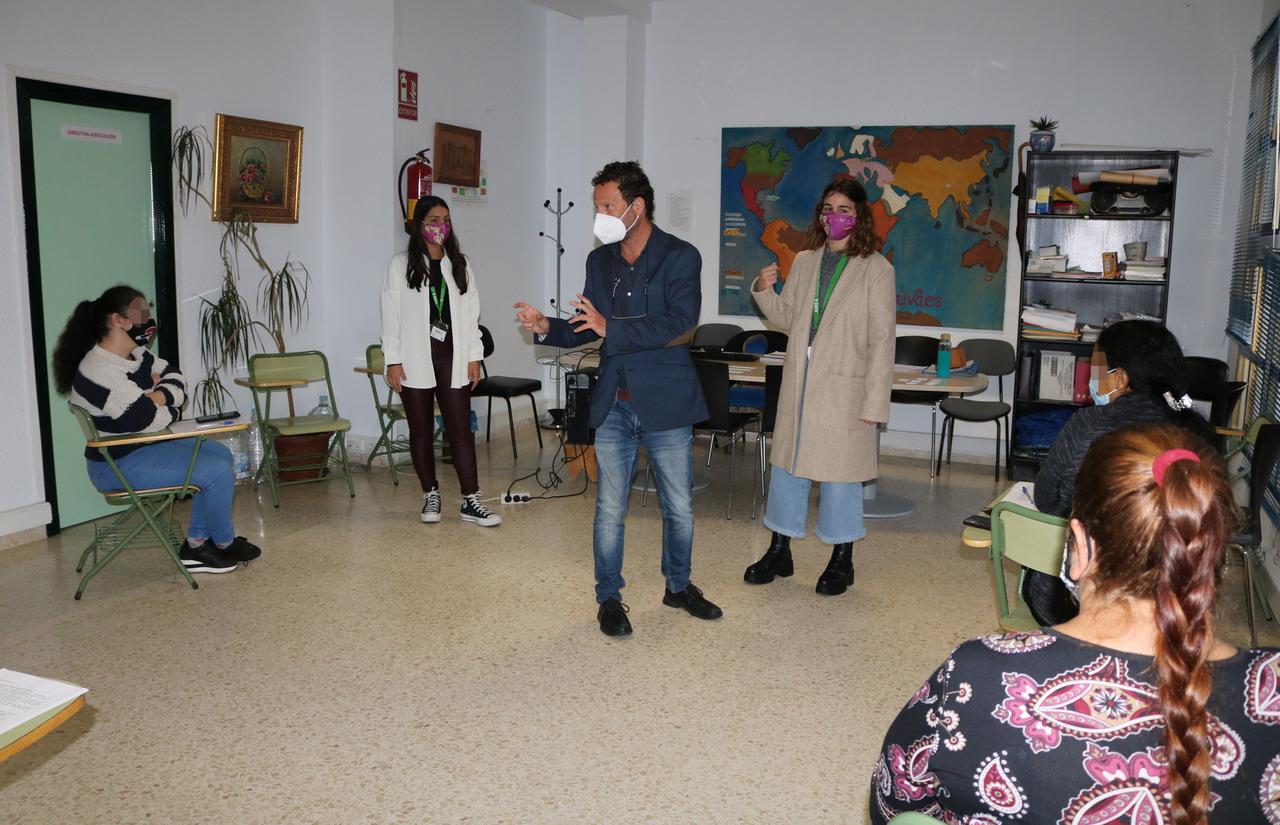 Cartaya ofrece talleres de habilidades sociales, autoestima, promoción de la salud y orientación laboral