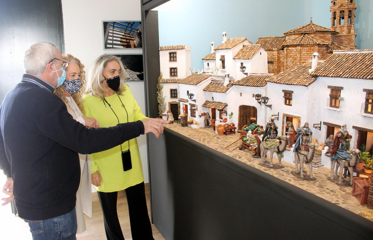 El Ayuntamiento inaugura por primera vez un Belén navideño en El Rompido
