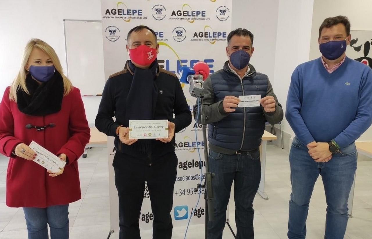 Ayuntamiento y Agelepe entregan los premios del sorteo de la Paga Extra de Navidad y del concurso «Lepe caza a Papá Noel»