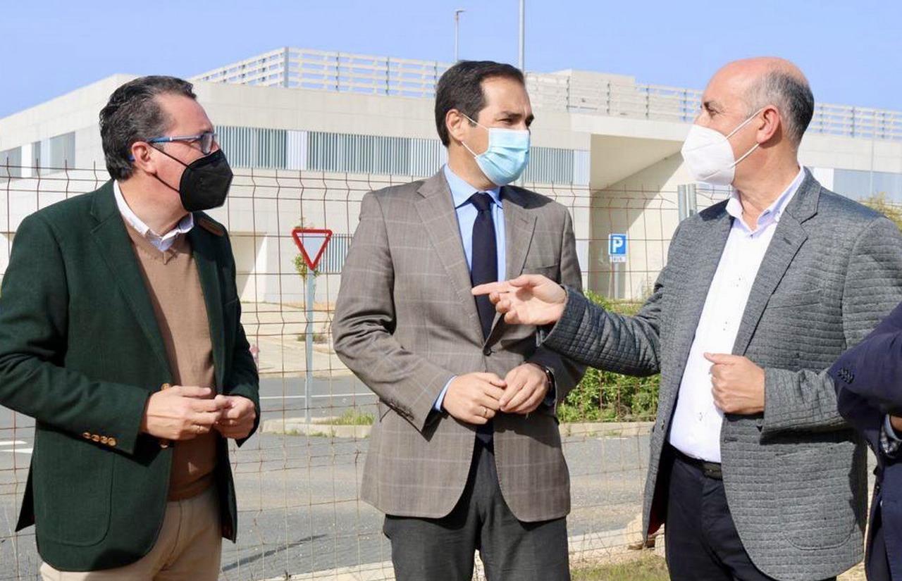 """Nieto insta al Gobierno central a """"cumplir"""" con los accesos para """"contribuir así a una pronta apertura del hospital"""""""