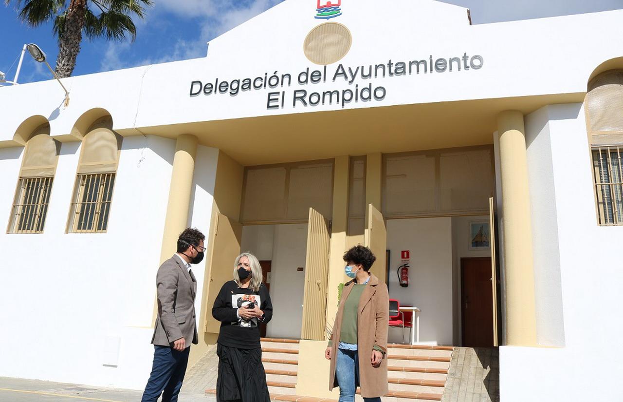 El Ayuntamiento rehabilita el edificio del antiguo mercado para convertirlo en la nueva Delegación Permanente en El Rompido