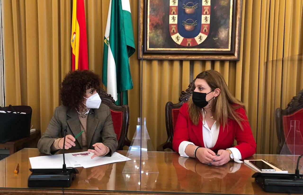 María Eugenia Limón se reúne con los sectores productivos de calzado, madera y artesanía de Valverde del Camino