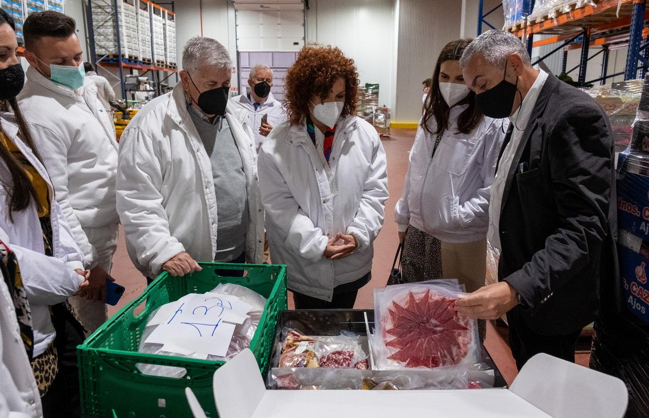 Diputación y Cash Lepe sellan su unión para lanzar la segunda edición de las becas de inserción laboral HEBE Capacita El Jamón