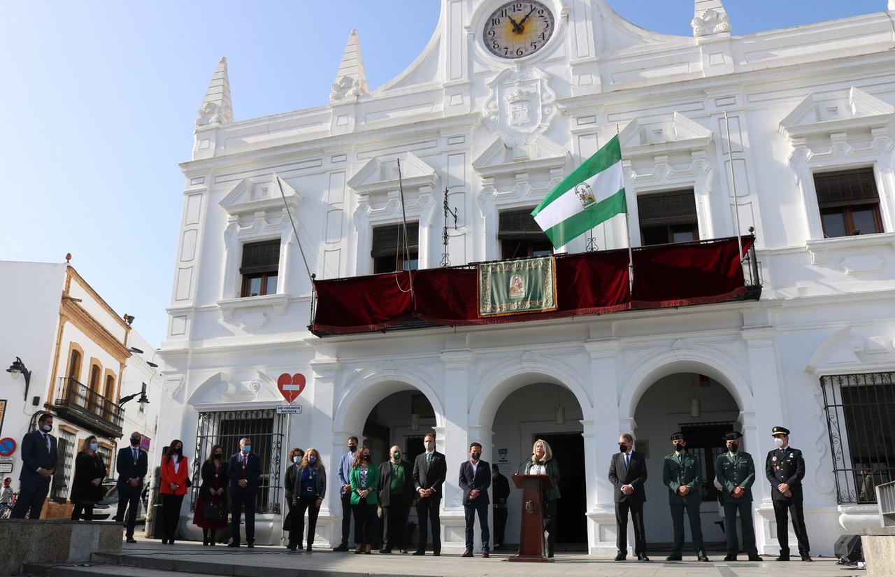 Cartaya pone en valor las instituciones y los servicios públicos y apela a los ciudadanos a avanzar en igualdad, en el Día de Andalucía