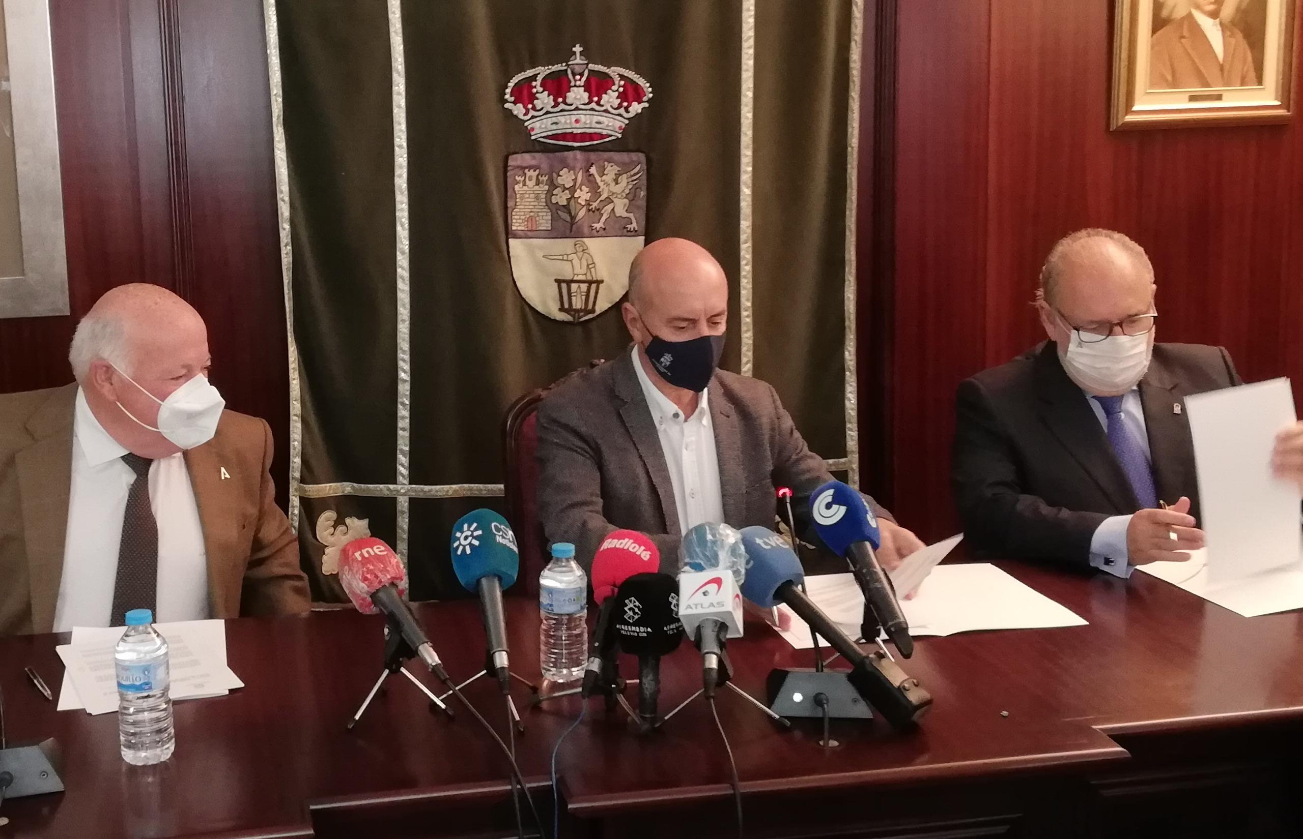 El Ayuntamiento de Lepe y el SAS firman un convenio para la puesta en funcionamiento del CHARE
