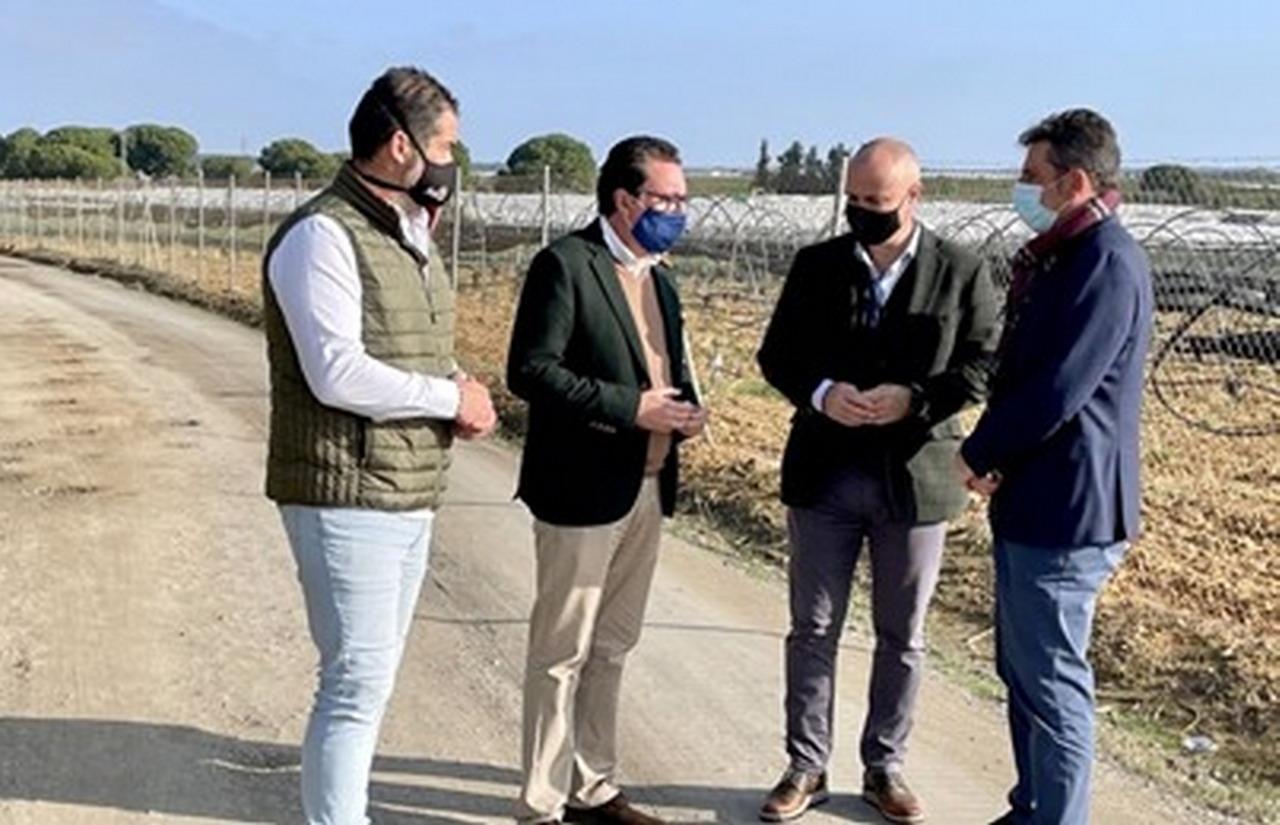 La Junta de Andalucía invierte 8,65 millones en modernizar caminos rurales de la provincia