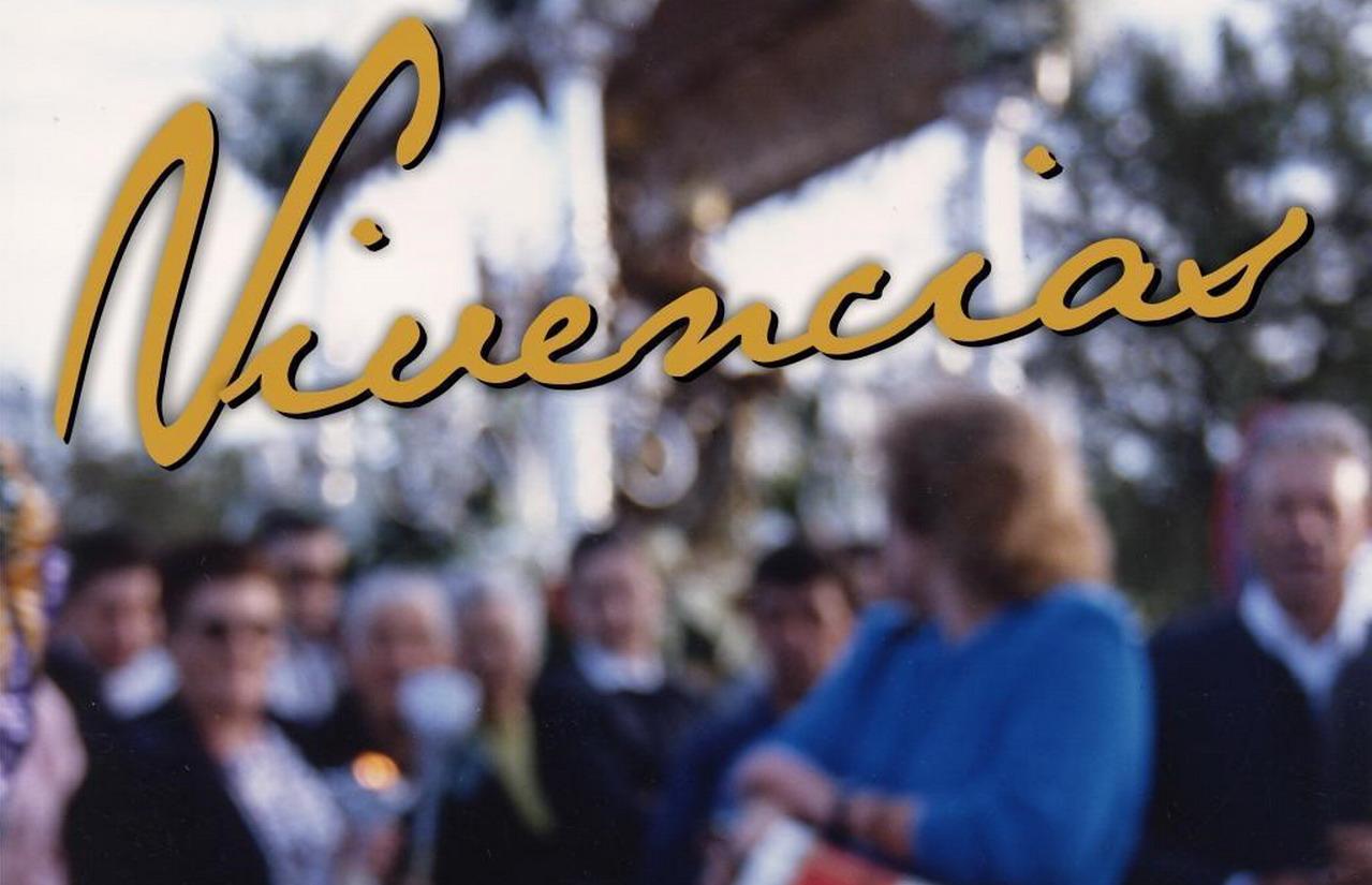 La exposición fotográfica «Vivencias» sobre la Romería de la Bella se muestra en el Teatro Municipal de Lepe