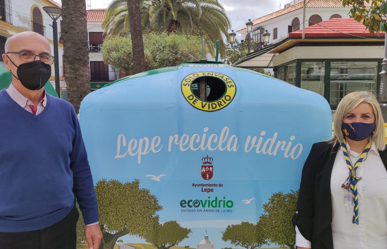 El grupo Scout Rhodes's de Lepe se suma a la campaña 'Lepe Recicla' con la yincana 'El Vidrio Misterioso del Reciclado'