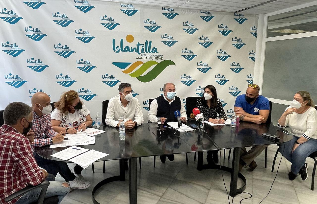 Representantes de los Ayuntamientos de Isla Cristina y Lepe y del Comité de Empresa de la Mancomunidad de Islantilla firman el Convenio Colectivo del Personal Laboral 2021-2024