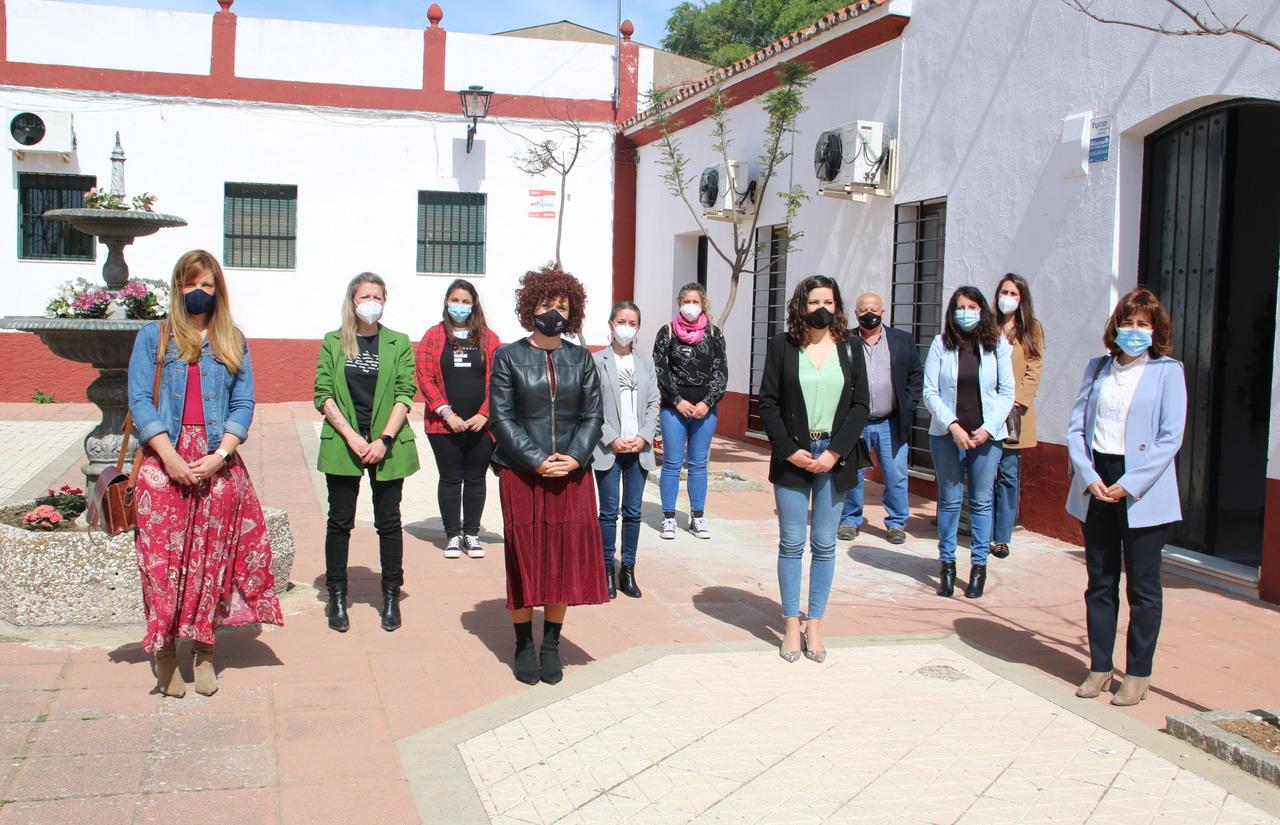 La presidenta de la Diputación visita en Arroyomolinos de León la finalización de la ampliación de la Sala de Duelos