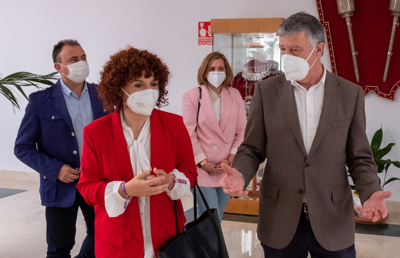 La Rábida y la agricultura centran los asuntos abordados por la presidenta de la Diputación en su visita a Palos y Lucena