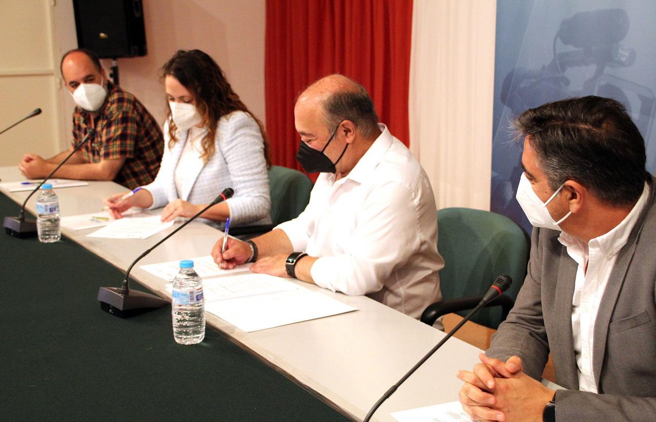Islantilla y Canal Costa renuevan su convenio para la promoción y difusión del Festival Internacional de Cine bajo la Luna