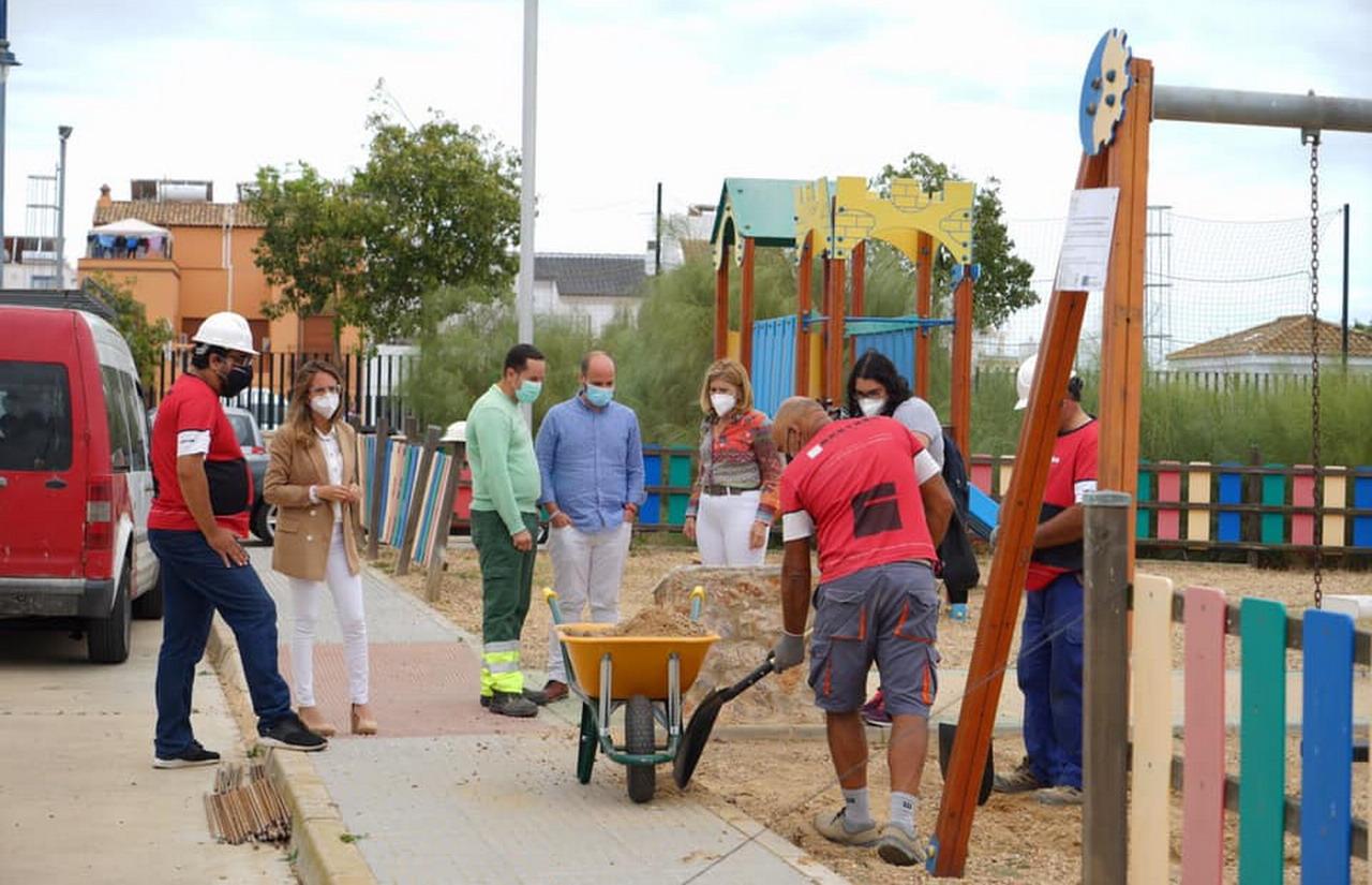 Comienzan las obras de remodelación de las zonas de recreo infantil de los parques de Canela y Punta del Moral