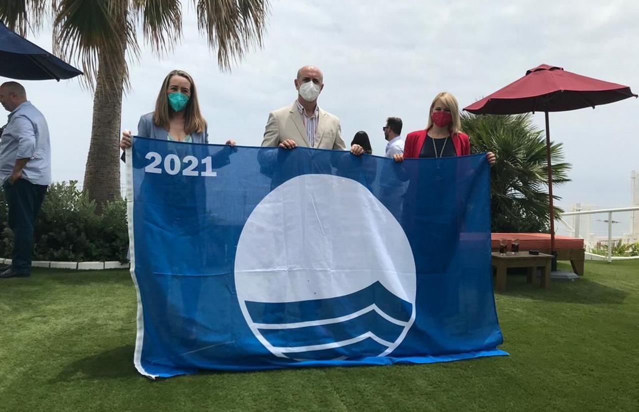 El Alcalde de Lepe recoje en Mijas las Banderas Azules de las playas de Santa Pura, Islantilla, Puerto de El Terrón y Sendero Azul para la Vía Ciclopeatonal de La Antilla