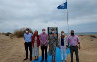 El Alcalde de Lepe y la Delegada de Turismo izan la Bandera Azul en la playa de Santa Pura