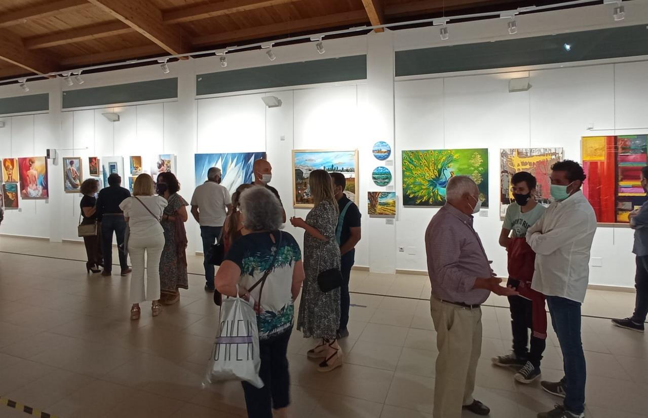 El Centro Cultural «Los Álamos» de La Antilla inaugura las exposiciones de verano con los trabajos de los alumnos y alumnas del Taller Municipal de Pintura de Lepe