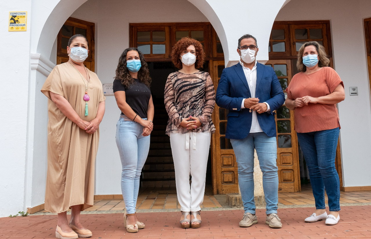 La presidenta de la Diputación visita el Centro de Exposiciones y Congresos de Ayamonte que abrirá sus puertas próximamente