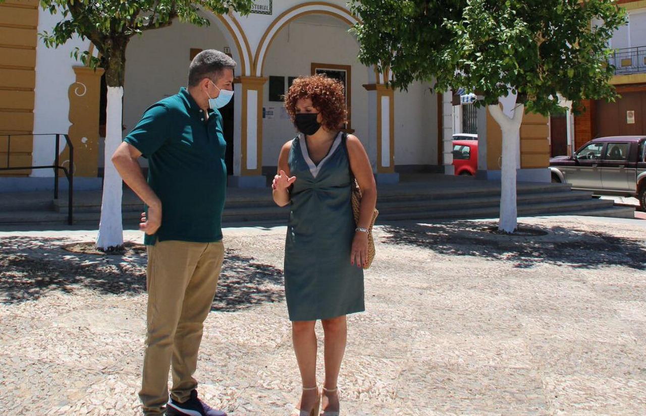 Rosal de la Frontera, última parada del «pueblo a pueblo» de María Eugenia Limón