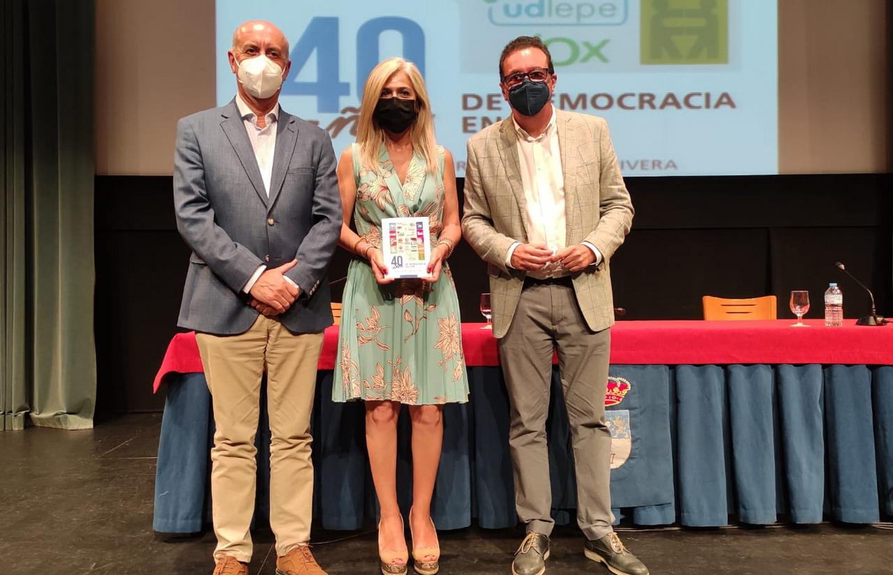 """El Teatro Municipal de Lepe acoge la presentación del Libro """"40 años de democracia en Lepe"""" de Manuel Andrés González Rivera"""