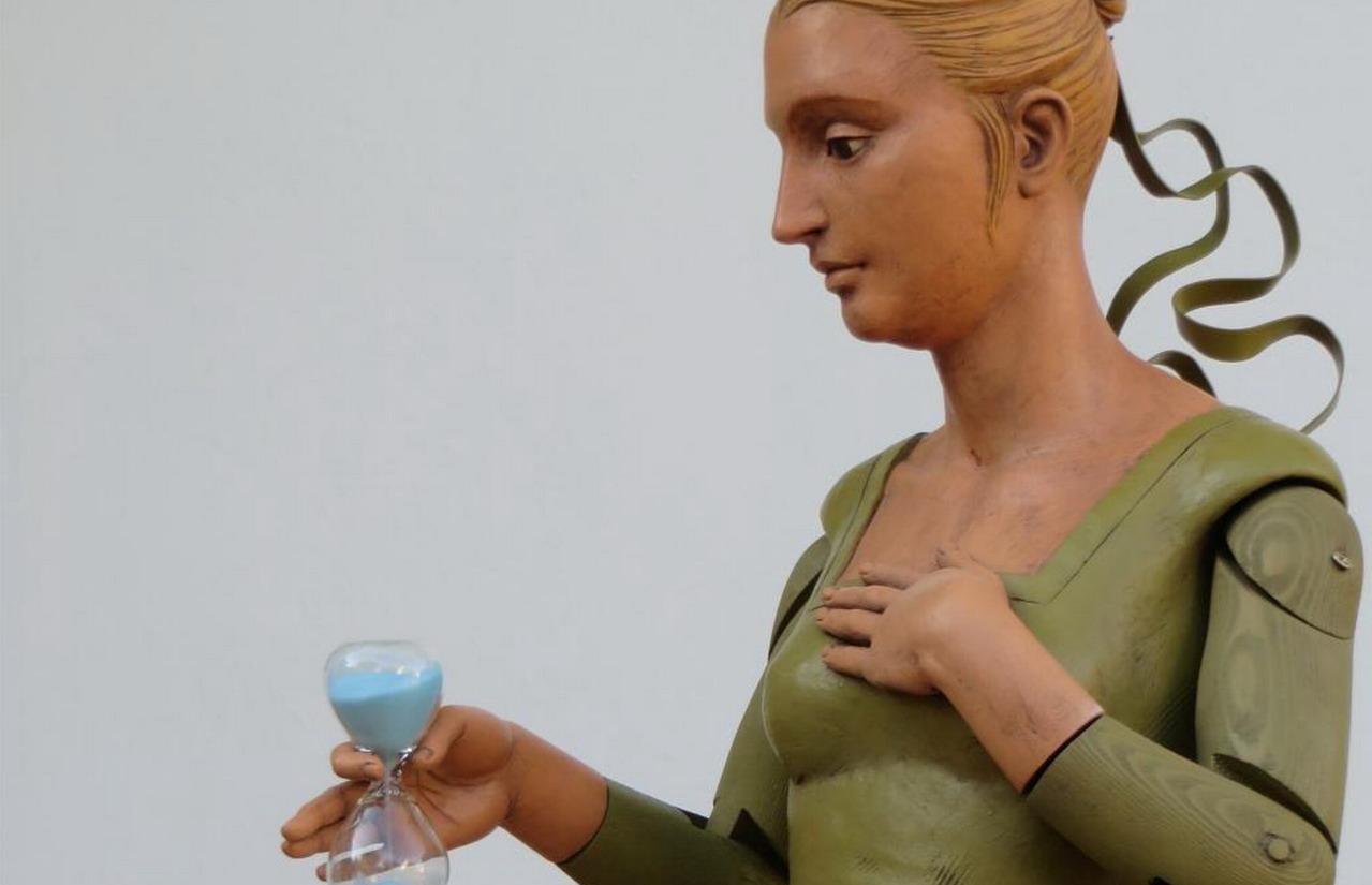 El Centro Cultural «Los Álamos» de La Antilla acoge la exposición de esculturas «Eikonos» de Juan Luis Aquino
