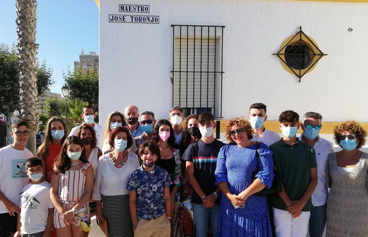 El Ayuntamiento de Lepe descubre el rótulo dedicado al maestro José Toronjo