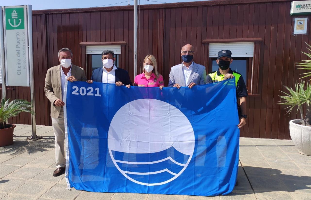 El puerto deportivo de El Terrón ya luce el distintivo Bandera Azul 2021-2022