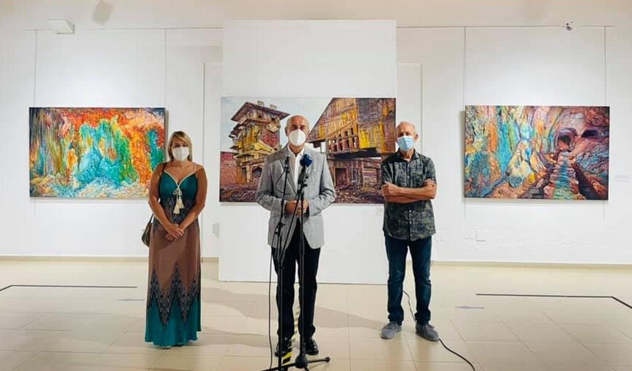 El pintor onubense Manolo Banda presenta en La Antilla su exposición monográfica «La mina emocional»