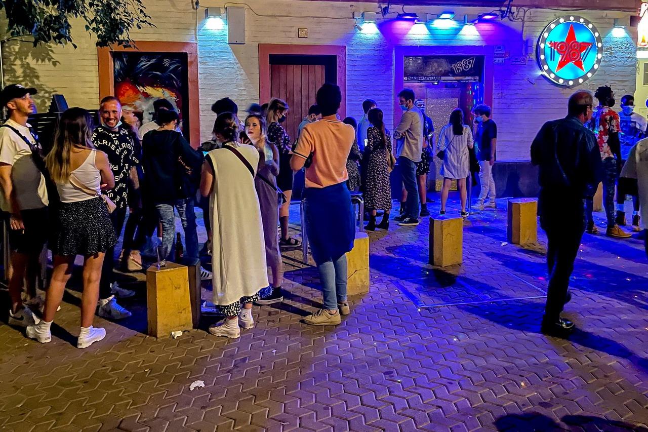 Andalucía exigirá el pasaporte covid, PCR o test de antígenos para entrar en las discotecas