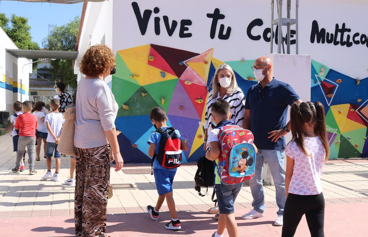 Cerca de 2.500 niños y niñas vuelven al cole en Cartaya